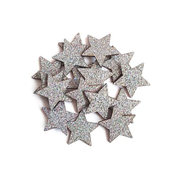 Kleine, dekorative Sterne mit Glitzer in Silber für Weihnachten.